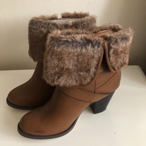 NIB JUSTFAB Brown Faux Fur Ankle Boots Size 9